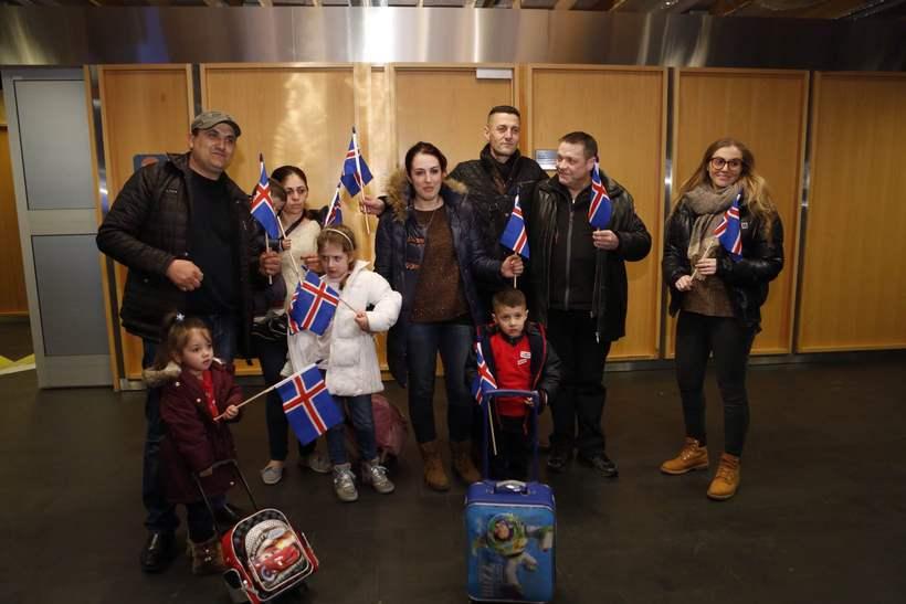 Albönsku fjölskyldurnar við komuna til landsins í janúar.