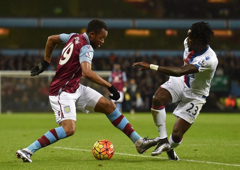 Jordan Ayew í leik með Aston Villa á leiktíðinni.