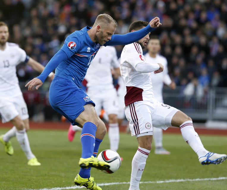 Eiður Smári Guðjohnsen er fyrirliði Íslands á morgun.