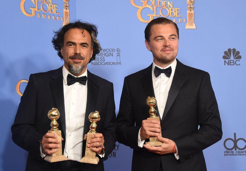 Leikstjóri The Revenant, Alejandro González Iñárritu stillir sér upp ásamt ...