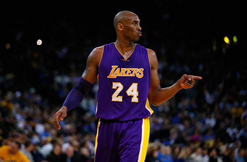 Kobe Bryant var eflaust ánægður með flöskuna frá Golden State ...