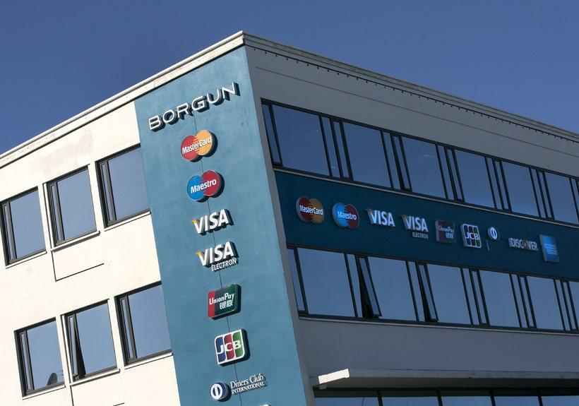 Mikill styr hefur staðið um sölu Landsbankans á ríflega 30% ...