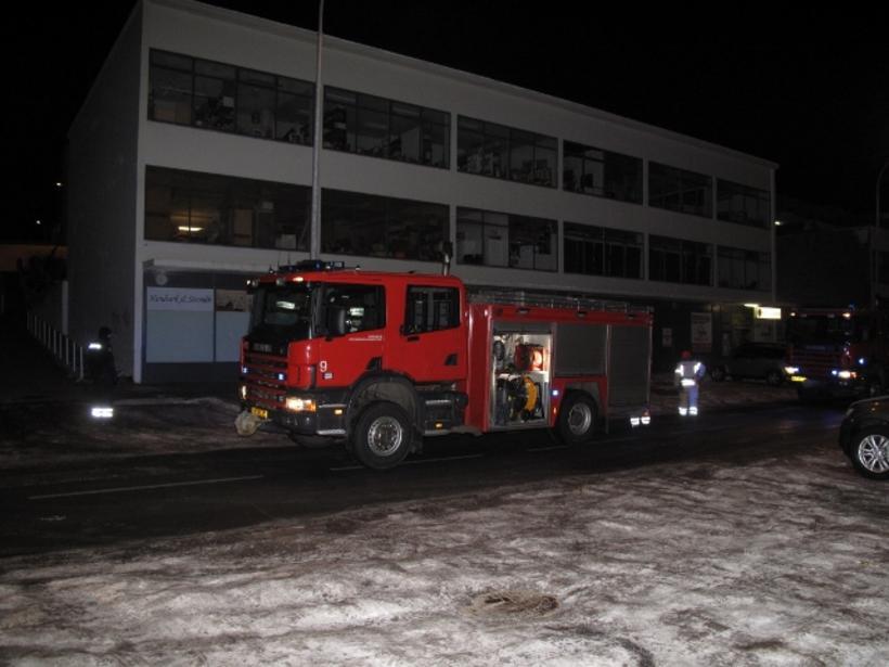 Slökkvilið höfuðborgarsvæðisins að störfum í Auðbrekku í nótt.