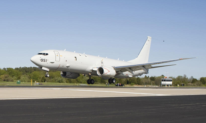 P-8A Poseidon eftirlitsflugvél. Flugskýlið þarfnast breytinga vegna véla af þessari ...