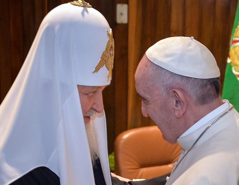 Francis páfi og Kirill, patríarki rússnesku rétttrúnaðarkirkjunnar hittast í Havana.
