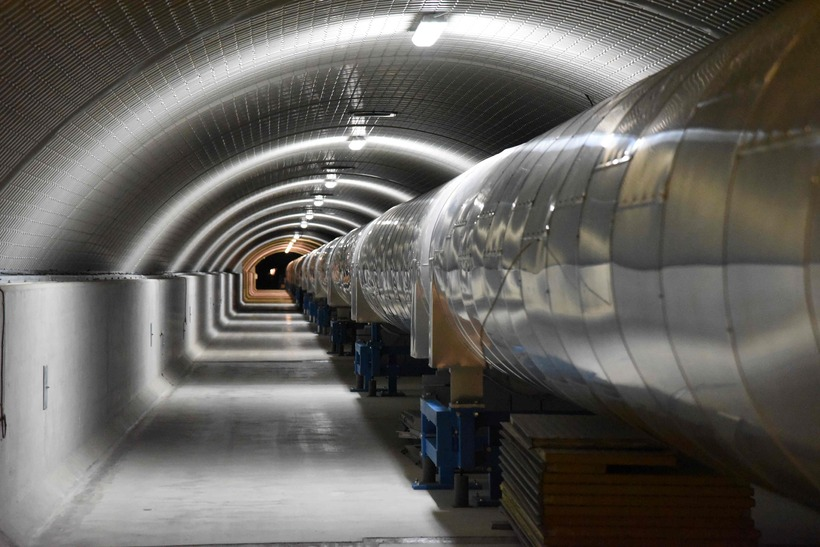 Mælibúnaður LIGO var tekinn í gagnið árið 2000.