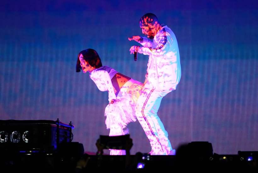 Rihanna tróð upp ásamt rapparanum Drake