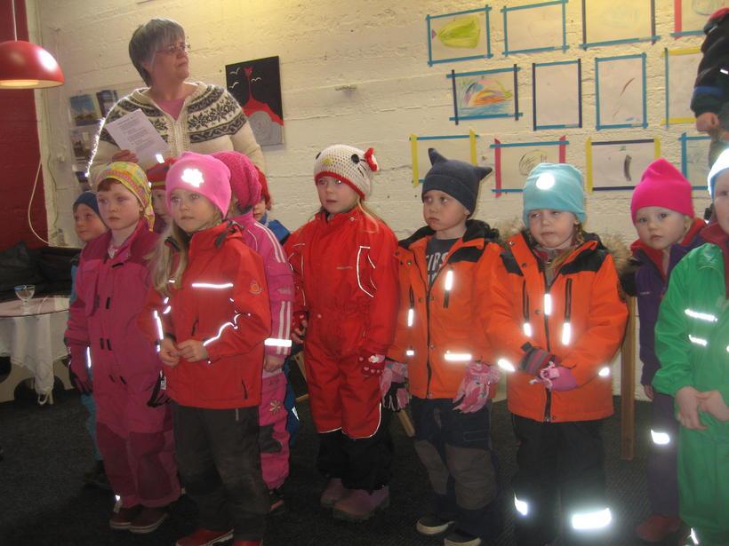 Leikskólakrakkar á Hólmavík sungu lög