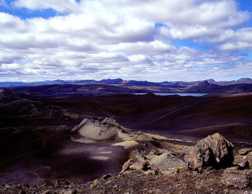 Lakagígar are an example of geological formations identical to those ...