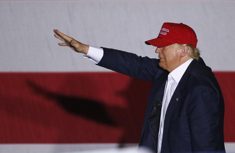 Donald Trump hefur verið sakaður um rasisma gegn innflytjendum og ...