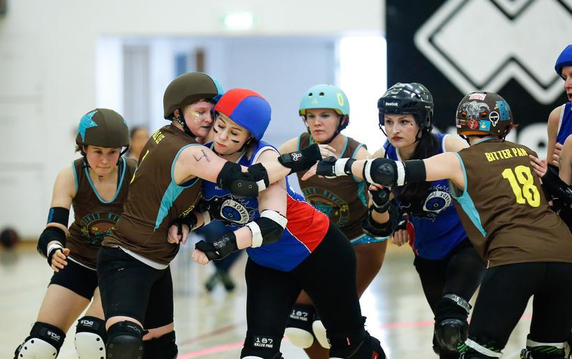Frá viðureign Íslands og Finnlands í Roller Derby í dag.