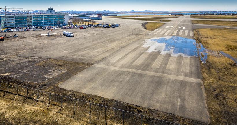 Neyðarbrautin á Reykjavíkurflugvelli.