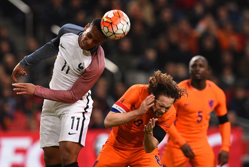 Anthony Martial og Daley Blind, leikmenn Manchester United, berjast um ...