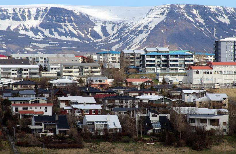 Árið 2011 sögðust 55,45% aðspurðra telja óhagstætt að vera á ...