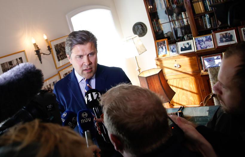 Bjarni Benediktsson ræðir við fjölmiðlamenn á Bessastöðum síðdegis.