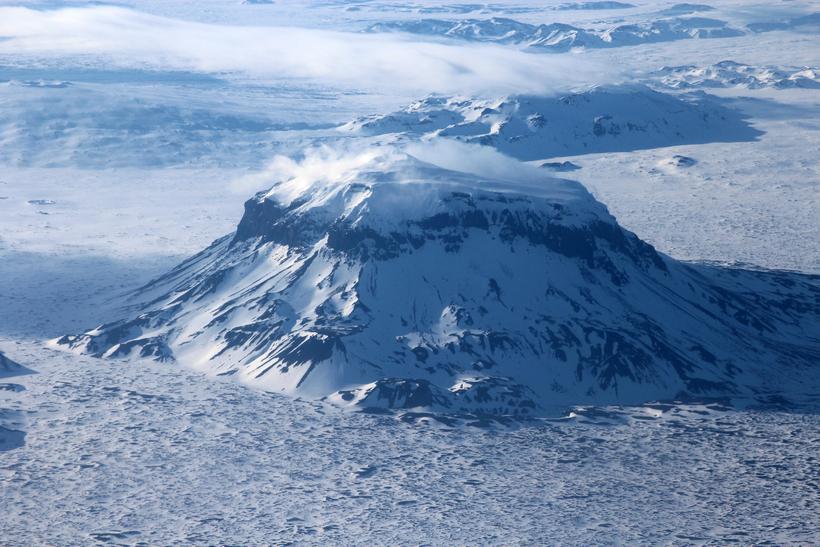 Skjálftarnir eiga flestir upptök sín rétt suðvestur af Herðubreið.