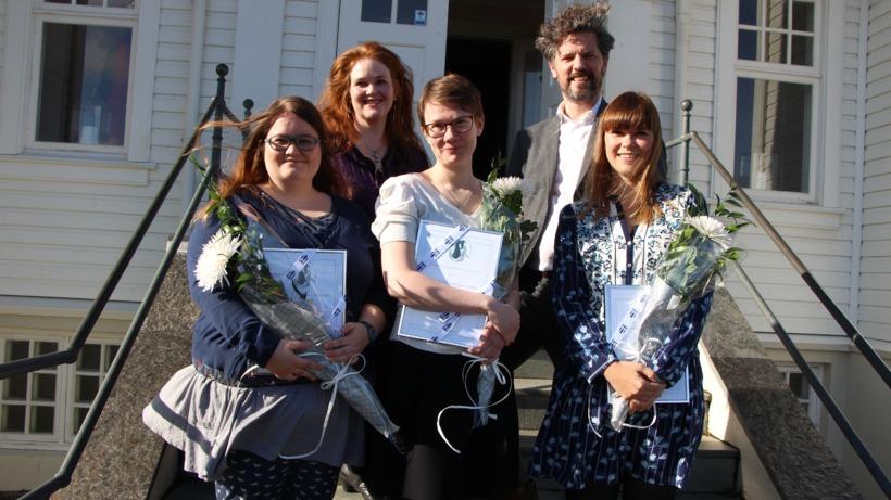 Ragnhildur Hólmgeirsdóttir, Salka Guðmundsdóttir og Linda Ólafsdóttir. Með þeim á ...