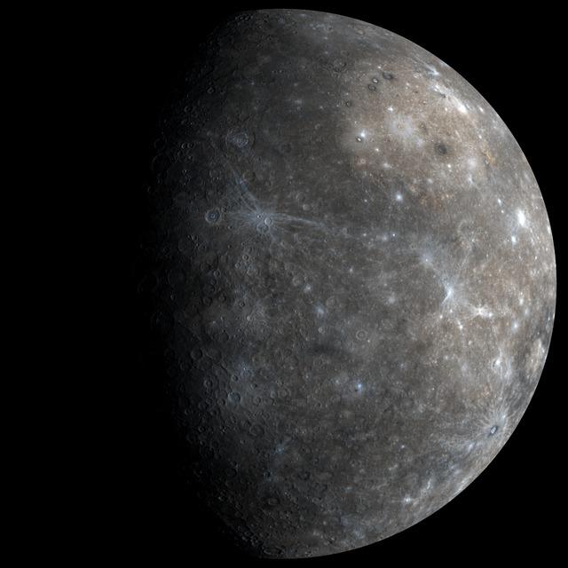 Samsett mynd sem Messenger tók af reikistjörnunni Merkúríusi í fyrsta ...