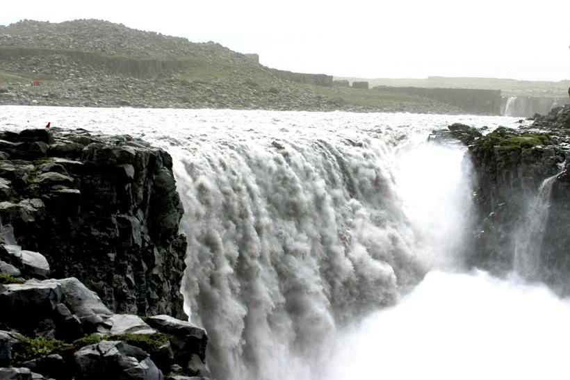 It's illegal to camp at the parking lot by Goðafoss ...