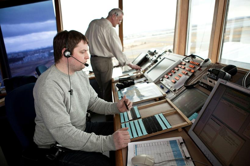 Air traffic controllers feels that their pay has fallen far ...