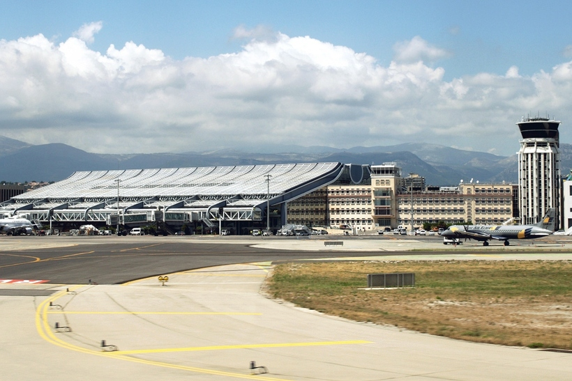 how to get to nice airport