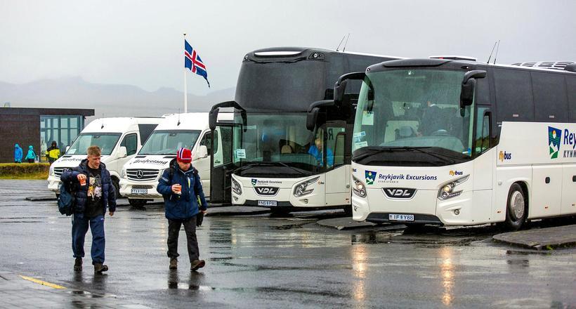 Frá bílastæðinu við gestastofuna á Hakinu. Þjóðgarðurinn rekur gestastofuna og ...
