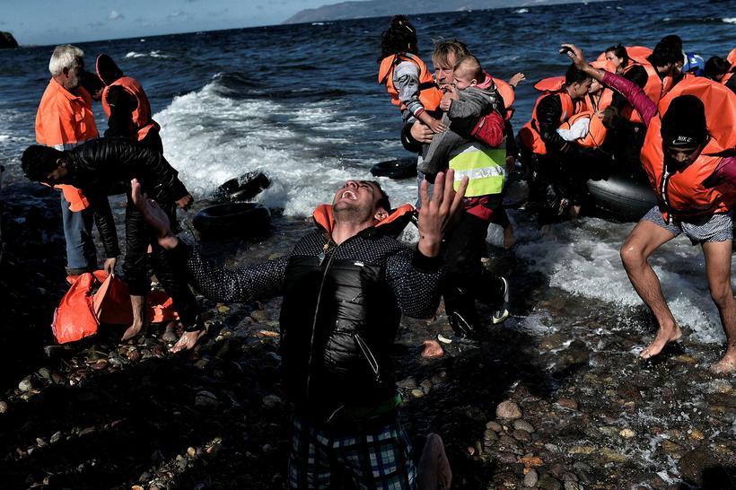 Margir hafa fagnað ákaft komunni til grísku eyjarinnar Lesbos.