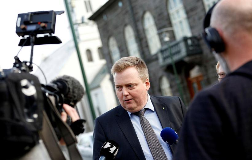 Sigmundur Davíð Gunnlaugsson, the former PM of Iceland was toppled ...