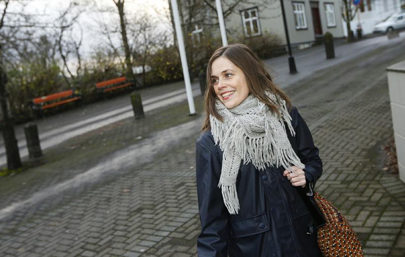 Katrín Jakobsdóttir, formaður Vinstri grænna, fyrir utan Ráðherrabústaðinn í dag.