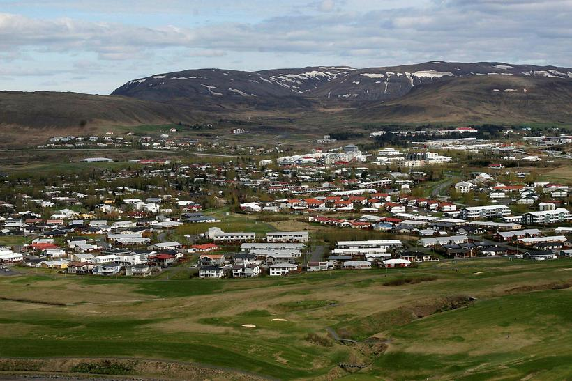 Drengurinn var á leið heim úr skólanum.