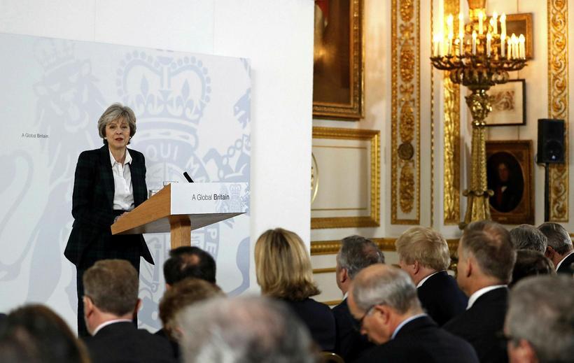 Theresa May í ræðustólnum.