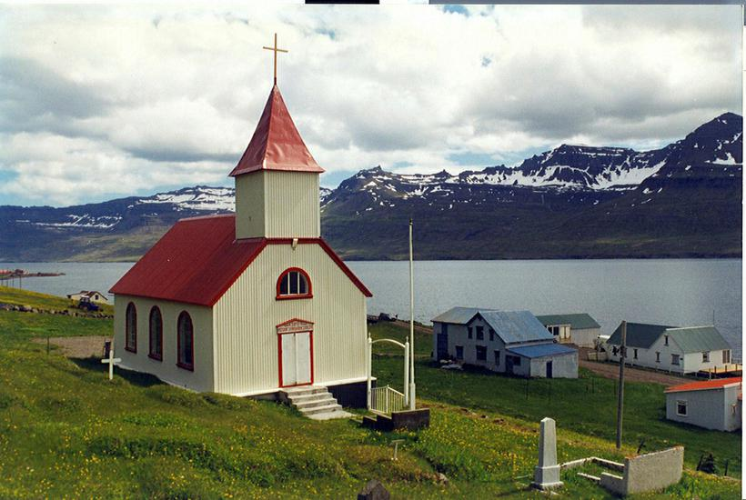 Kirkjan í Mjóafirði.