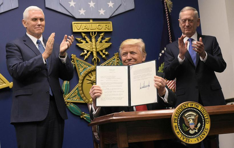 Donald Trump hefur verið iðinn við að gefa út tilskipanir ...