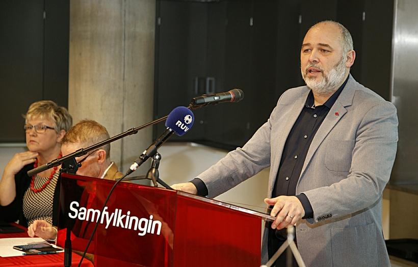 Logi Már Einarsson, formaður Samfylkingarinnar, flytur ræðu sína.