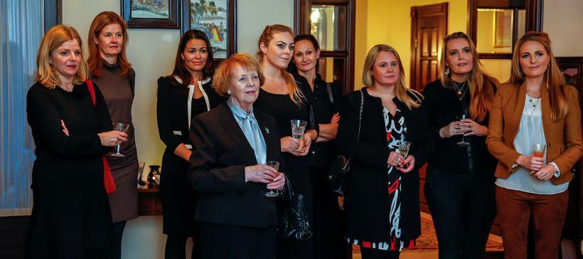 Helga Valfells, Katrín Olga Jóhannesdóttir, Hrafnhildur Hafsteinsdóttir, Vigdís Finnbogadóttir, Salome ...