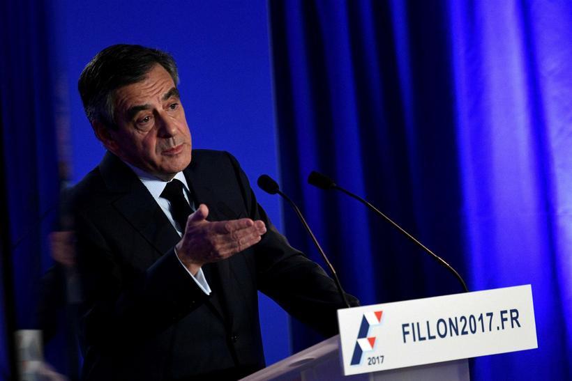 Francois Fillon, forsetaframbjóðandi franska Repúblikanaflokksins, ætlar ekki að hætta við ...