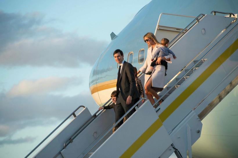 Ivanka Trump ásamt eiginmanni sínum og börnum.