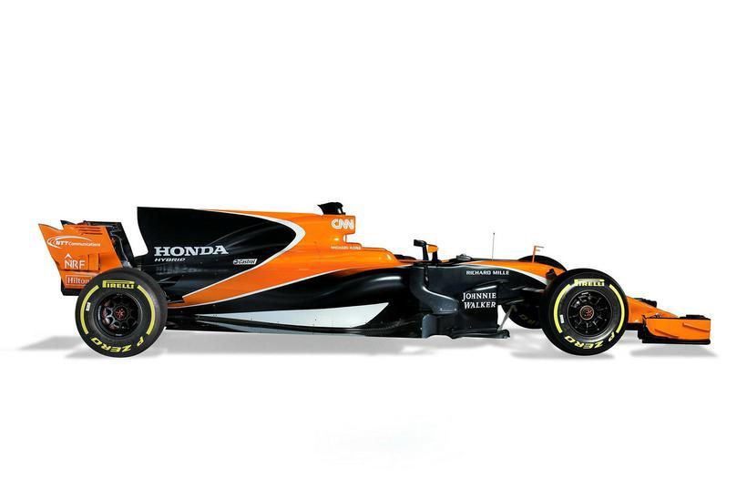 Hákarlsugginn er áberandi á bílunum, seo sem á keppnisbíl McLaren.