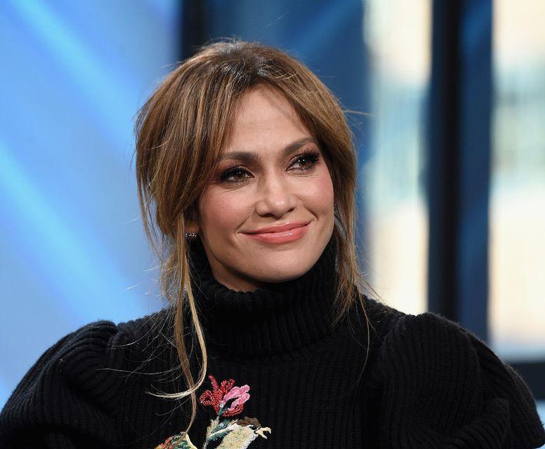 Jennifer Lopez klæðist oftar en ekki flíkum sem ná upp ...