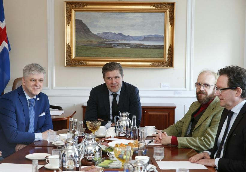 Ríkisstjórn Íslands fundar í Stjórnarráðinu en blaðamenn hafa verið boðaðir ...