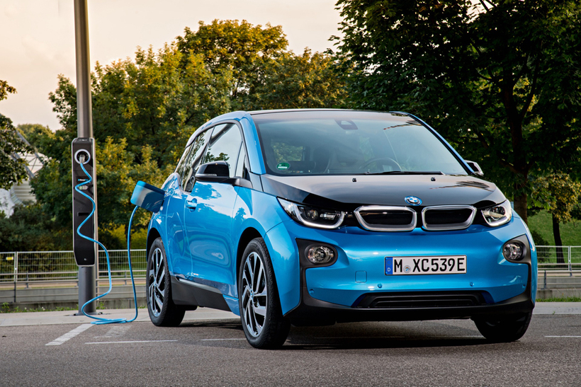Drægi BMW i3 er minnst 300 km. Bíllinn þykir um ...