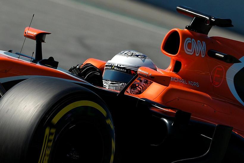Fernando Alonso við reynsluakstur McLarenbílsins í Barcelona 10. mars sl.