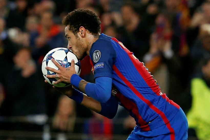Neymar gæti farið til Englands í framtíðinni.