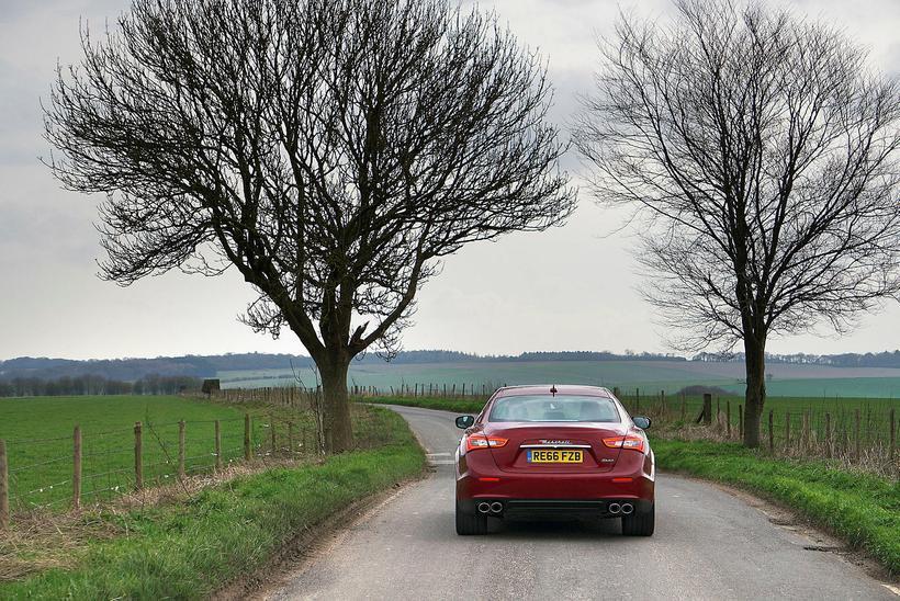 Á sport-stillingu framkalla hátalarar alvöru Maserati hljóð.