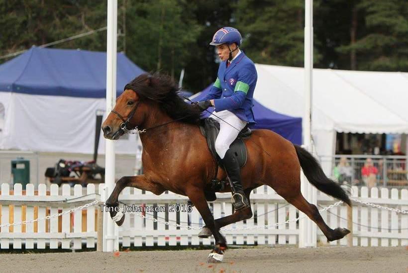 Konráð Axel, Guðmundsdóttir's son competing on his horse Fengur.