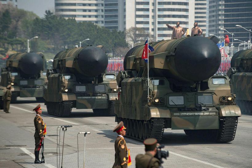 Mikil hersýning var haldin í Pyongyang í tilefni dagsins.