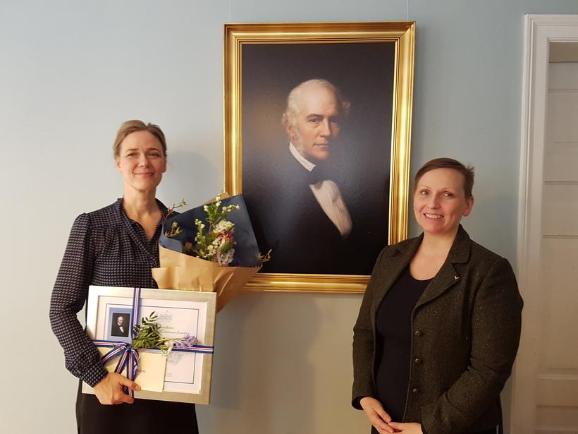 Annette Lassen og Unnur Brá Konráðsdóttir sem veitti henni verðlaunin.