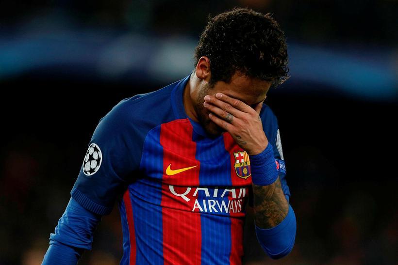 Neymar fór grátandi af velli eftir fall Barcelona út úr ...