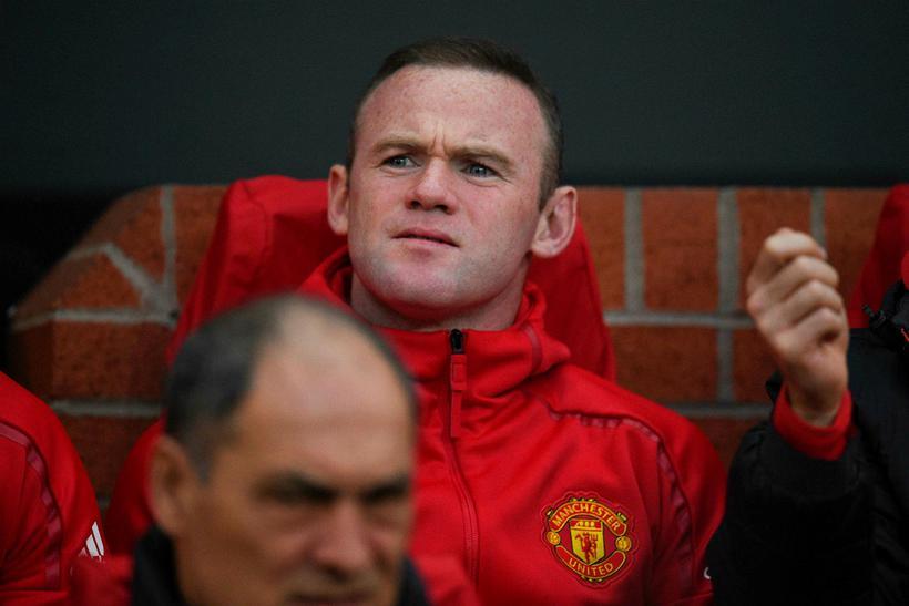 Rooney á varamannabekknum í gærkvöld.