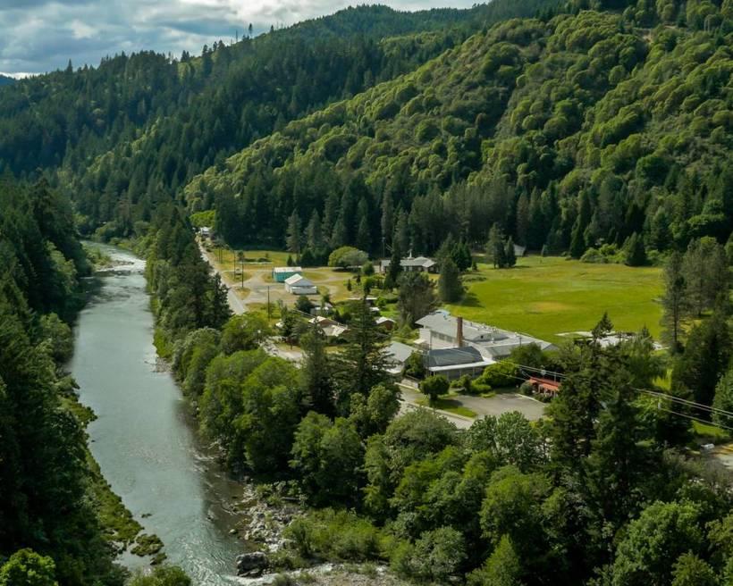 Smábærinn Tiller er á skógivöxnu svæði í Oregon.
